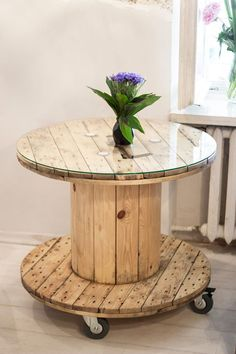 Table made from the cable reel with a diameter of Diy Cable Spool Table, Wood Spool Tables, Wooden Cable Spools, Cable Reel Table, Recycled Furniture, Refurbished Furniture, Pallet Furniture, Furniture Making, Painted Furniture