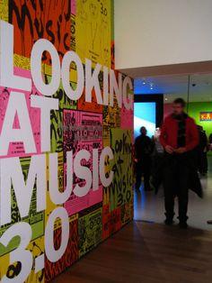 looking_music1