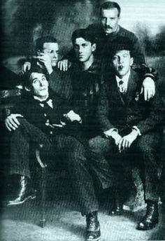 Б. Лившиц, Н. Бурлюк, В. Маяковский, Д. Бурлюк, А. Крученых. 1912