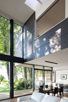 House on the Bluffs is an impressive modern residence designed by Toronto-based studio Taylor Smyth Architects in Scarborough, Ontario,