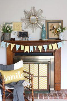 Spend an afternoon sprucing up your fireplace! It's a DIY project you'll be proud of. ---------------------------------------- Passez un après-midi à revamper le manteau de la cheminée. Un projet simple dont vous pourrez être fier!