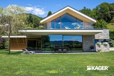 Contemporary house exterior - Supermodern houses in HiTech style Flat Roof House, Facade House, Modern Villa Design, Bungalow Renovation, Prefabricated Houses, Tech House, Small House Design, Home Fashion, Modern Architecture