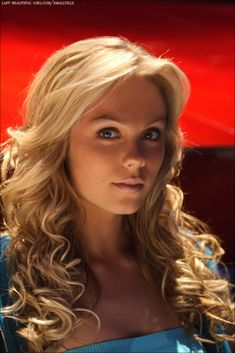 Laura Vandervoort - Ted, This Means War and Smallville Laura Vandervoort, Laura Clark, Blonde Actresses, Kristin Kreuk, Canadian Actresses, Gorgeous Blonde, Alexandra Daddario, Smallville, Gal Gadot