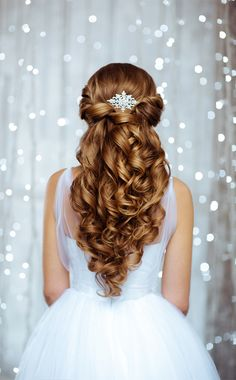 From makeup to hairstyle – you have already planned a lot for your big day. But have you considered planning for the day of your reception?