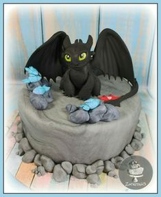 How to Train Your Dragon Cake - Toothless Dragon Birthday Cakes, Dragon Birthday Parties, Dragon Cakes, Dragon Party, Dinosaur Birthday, Toothless Cake, Toothless Party, Novelty Cakes, How To Train Your Dragon