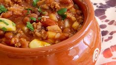 This slow cooker recipe delivers a hearty dish of hamburger, bacon, and beans in a thick and sweet sauce. Bean Soup, Soup Beans, Bean Burger, Slow Cooker Recipes, Crockpot Recipes, Snack Recipes, Dinner Recipes, Sweet Sauce, Kidney Beans