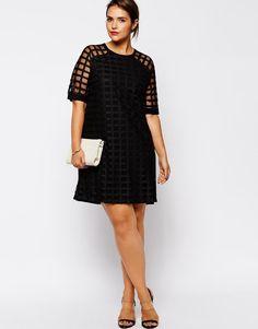 Taille plus: la parfaite petite robe noire   Elle Québec