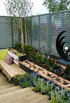 Painted Venetian Fence Panels | #garden #design #ideas #contemporary #fencing