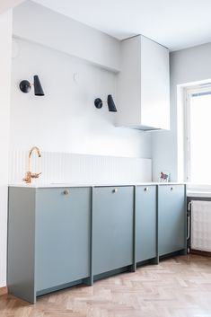 Remodelled A.S.Helsingö kitchen in 1950's apartment. Ingarö door in Water Green. Parasol brass handles. IKEA METOD cabinet frames inside. For more inspiration click on the image.