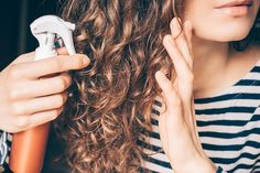 Hair perfume is a new way to let those you pass by smell the fresh aroma of essential oils. Gently spray on your hair to keep it smelling fresh and clean. Diy Hair Mist, Diy Hairstyles, Straight Hairstyles, Curly Haircuts, Curls For Straight Hair, Wavy Hair, Purple Shampoo Toner, Sock Curls, Aloe For Hair