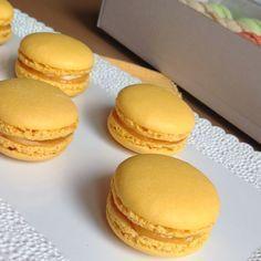 VÍKENDOVÉ PEČENÍ: Citronové makronky Cupcakes, Cupcake Cakes, Sweet Desserts, Sweet Recipes, Cookie Recipes, Dessert Recipes, Macaroon Recipes, Sweet Bar, My Dessert