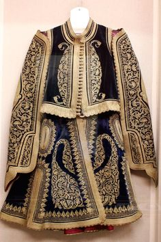 National History Museum – military and regional costumes of Greece Greek Traditional Dress, Traditional Outfits, Military Costumes, Vintage Outfits, Country Dresses, Ethnic Dress, Urban Dresses, Historical Clothing, Folk Clothing
