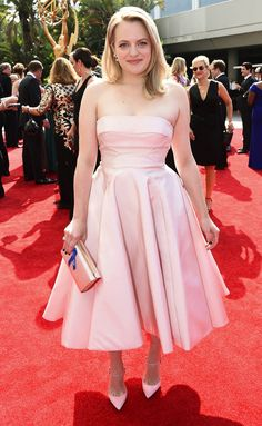 ELISABETH MOSS - wears a ballet pink strapless Atelier Prabal Gurung party dress with cusotm Olgana Paris heels and matching clutch, plus Forevermore jewelry - Emmys 2017 Elegant Dresses, Beautiful Dresses, Nice Dresses, Short Dresses, Elizabeth Moss, Prom Dress With Train, Prabal Gurung, Red Carpet Dresses, Red Carpet Fashion