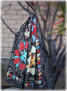swoon quilt - okay, yeah. I love that this one is so dark and bright. Most swoon quilts are more pale and light.