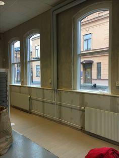Min fotostudio blir renoverad innan jag flyttar in. Öppnar dörrarna 1 november 2016 i Småföretagshuset på Glasgatan 21 i Köping, Sverige November, Garage Doors, Abs, Outdoor Decor, Photography, Home Decor, Photo Studio, November Born, Crunches