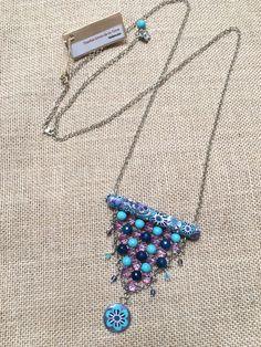Collar diseño Sonia de la Torre, morado, turquesa y azul  https://www.facebook.com/TOCADORDEMACA/photos/pcb.903252099820079/903251849820104/?type=3