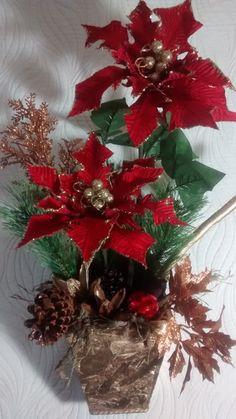 Cachepô de natal para mesa, feito de mdf,envernizado,bicos de papagaios,enfeites natalinos,bolas natalinas,festão importado,diversas sementes da natureza secas envernizadas e pintadas. R$ 125,00