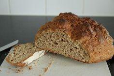 Zelf brood maken zonder desem Paleo Bread, Bread Baking, Bread Recipes, Baking Soda, Cooking Recipes, Muffin Bread, Piece Of Bread, Quick Bread, Kefir