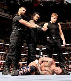 Raw 11/25/13: CM Punk & Daniel Bryan vs The Wyatt Family - 2-on-3 Handicap Match