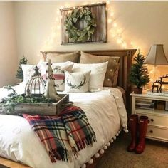Elegant Interior Theme : Christmas Bedroom Decorating concepts December is the starting month of winter so what if we decorate our room with Christmas theme? Here are some amazing Christmas bedroom decor ideas for you to make your bedroom feel cosy! Winter Bedroom Decor, Winter Bedding, Christmas Bedroom, Farmhouse Christmas Decor, Cozy Bedroom, Modern Bedroom, Christmas Home, Farmhouse Decor, Bedroom Ideas