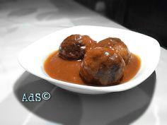 ● INGREDIENTES:  - 60g pimiento Rojo picado  - 2 champiñones troceados  - 8 albóndigas  - 200ml salsa hactopi  - 1l agua  - 1 pizca de Sal  ...