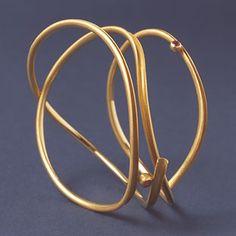 Mario Pinton - Armreif (bracelet), 1978 Gold 750, Rubine