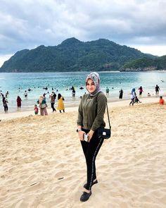 hijabers editorial #hijabercantik Muslim Fashion, Hijab Fashion, Hijab Tutorial, Hijab Outfit, Sexy Curves, Bradley Mountain, Beauty, Editorial, Nice