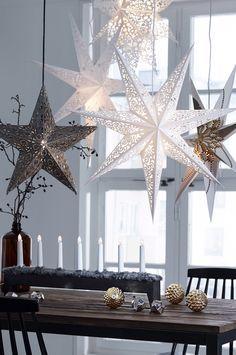 Adventsstjärnan förhöjer stämningen inför jul. Mixa & matcha inredningen för att skapa den perfekta julstämning . #elloshome #modernjul