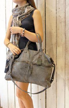 "Handmade Italian Blue Leather Messenger Bag ""shopper multi tasc"" di LaSellerieLimited su Etsy"