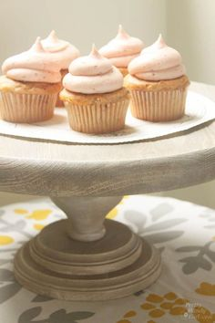 Tutorial to make your own rustic wood cake stand. A few wood discs and a furniture leg are the primary materials for creating your own DIY rustic wood cake stand.