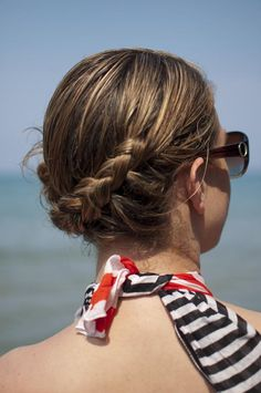 Side braid hairstyle tutorial – this easy tutorial is a great style for wet or dry hair, and this video shows how I style this braid in my hair at the beach.