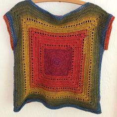 My gradient Granny Tee. Pattern by Annaboos House. Linda Du preez mandala yarn/color way Chimera. My gradient Granny Tee. Pattern by Annaboos House. Linda Du preez mandala yarn/color way Chimera. Modern Crochet Patterns, Crochet Motifs, Crochet Granny, Pull Crochet, Mode Crochet, Knit Crochet, Black Crochet Dress, Crochet Blouse, Mandala Yarn