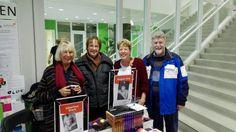 Wat een drukte tijdens de Regionale Schrijversmarkt in Bibliotheek Maarssenbroek.  Auteur Pepper Kay heeft heel wat boeken mogen signeren. #pepperkay #doodvonnis #vuurstorm #slangenkuil #idcrisis #drakenbloed #futurouitgevers