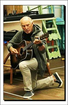 Jimmy Buffett Jimmy Buffett, Kenny Chesney, Best Vibrators, Country Music, Music Artists, Rock And Roll, Actors, Margarita, Parrot