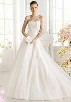 AVENUE DIAGONAL Faldar Wedding Dress photo