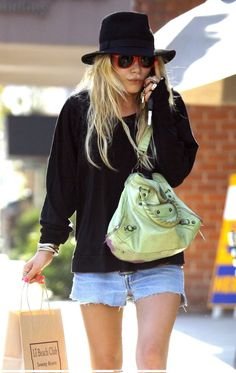 Mary Kate Olsen - how to wear a hat