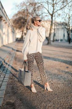 14 Street Style Looks That Prove Leopard Is a Timeless Neutral Fashion Mumblr, Fashion Prints, Autumn Fashion, Fashion Outfits, Womens Fashion, Stylish Outfits, Animal Print Pants, Animal Print Outfits, Leopard Print Pants