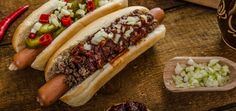 Today's Obscure Holiday is Chili Dog Day! A day to celebrate one of America's favorite foods, Chili Dog Day is dedicated to the humble chilli con carne hot dog. Best Chili Dogs Recipe, Hot Dog Recipes, Beef Recipes, Sloppy Joe, Brunch Recipes, Dinner Recipes, Breakfast Recipes, Dessert Recipes, Hot Dog Buns