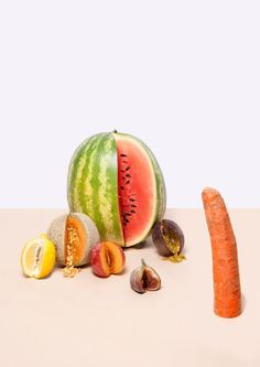 Sensual Fruits - Inspired by how the imagination wanders when boredom strikes, photographer Lauren Hillebrandt takes ordinary food items and turns them into sensual. L'art Du Fruit, Fruit Art, Fruit Photography, Still Life Photography, Colour Photography, Product Photography, Fruit Packaging, Still Life Fruit, Feminist Art
