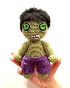 Hulk Chibi - free crochet pattern in French and English at La Fee Crochette.