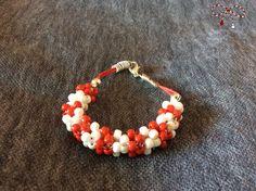 Brăţară din mărgele Toho albe şi roşii, cu accesorii argintii. bijuterii.micky@gmail.com Beaded Bracelets, Jewelry, Fashion, Jewellery Making, Moda, Pearl Bracelets, Jewelery, Jewlery, Fasion