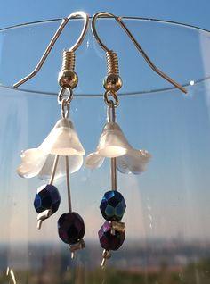Romantické+náušničky+4+cm+dlouhé+zvonečkové+náušničky,+které+jsou+díky+plastovému+korálku+lehoučké,+proto+se+dají+nosit+celý+den.