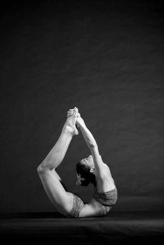 Bow Pose Bikram Yoga Need to start doing yoga again Fitness Del Yoga, Health Fitness, Dance Like No One Is Watching, Just Dance, Yoga Inspiration, Fitness Inspiration, Yoga Chaud, Indiana, Bow Pose