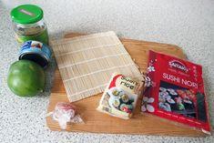 Zelf sushi maken is zo moeilijk nog niet! Dessert Sushi, Sashimi, Poke Bowl, Tempura, Mochi, Tapas, Sushi Rolls, Desserts, Food