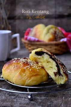 Food photography, cake, cookies and Indonesian food. Roti Bread, Bread Bun, Pork Recipes, Bread Recipes, Rice Recipes, Pastry Recipes, Cooking Recipes, Soft Bread Recipe, Burger Bread