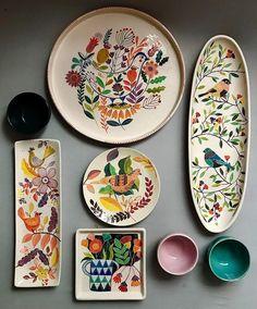 DIY No Bake Sharpie Art Bowls 12 a better finishing secret for DIY beautiful Anthropologie style designs on ceramic bowls or mugs. Ceramic Plates, Ceramic Pottery, Pottery Art, Decorative Plates, Pottery Studio, Slab Pottery, Painted Pottery, Pottery Plates, Pottery Painting Designs
