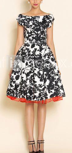 Vestido estampado floral blanco y negro. Escote amplio en hombros. De inspiración vintage.