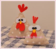 The ice-cream parlour: Handmade Easter: gallinelle di stoffa. Felt Crafts, Easter Crafts, Fabric Crafts, Diy And Crafts, Crafts For Kids, Sewing Projects, Craft Projects, Chicken Pattern, Chicken Crafts