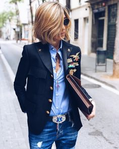 blazer with pins, military style for women, street style, navy blazer Fashion Mode, Denim Fashion, Look Fashion, Fashion Outfits, Womens Fashion, Fashion Design, Ladies Fashion, Fashion Ideas, Feminine Fashion