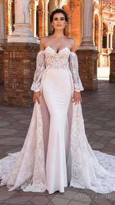 Elegant wedding dress. Leave out the soon-to-be husband, for now lets focus on the bride whom views the wedding as the very best day of her life. With this basic fact, then it is certain that the wedding outfit must be the best.